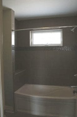 Bathtub and shower combo in a bathroom